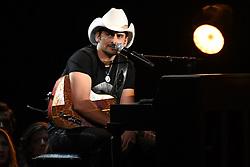 Brad Paisley bei den 50. Country Music Awards in Nashville / 021116<br /> <br /> *** Country Music Awards 2016, Nashville, USA, November 2, 2016 ***