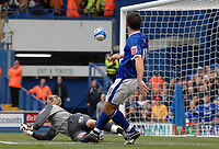 Photo: Ashley Pickering.<br /> Ipswich Town v Wolverhamptopn Wanderers. Coca Cola Championship. 27/10/2007.<br /> Alan Lee of Ipswich (R) beats Wolves goalie Wayne Hennessey to score the first goal