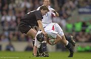Twickenham. Surrey. UK England vs New Zealand, Autumn Internationals.<br /> <br /> 09/11/2002<br /> International Rugby England vs New Zealand