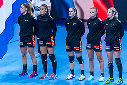 14-12-2018 FRA: Women European Handball Championships France - Netherlands, Paris<br /> Second semi final France - Netherlands / Nycke Groot #17 of Netherlands, Jessy Kramer #5 of Netherlands, Laura Van Der Heijden #6 of Netherlands , Debbie Bont #7 of Netherlands, Lois Abbingh #8 of Netherlands