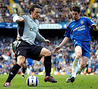 Photo: Ed Godden.<br />Chelsea v Everton. The Barclays Premiership. 17/04/2006. <br />Simon Davies (L) is confronted by Chelsea's Asier Del Horno.