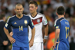 13.07.2014, Maracana, Rio de Janeiro, BRA, FIFA WM, Deutschland vs Argentinien, Finale, im Bild vl. Javier Mascherano (ARG), Mesut Oezil (GER) und Lionel Messi (ARG) // during Final match between Germany and Argentina of the FIFA Worldcup Brazil 2014 at the Maracana in Rio de Janeiro, Brazil on 2014/07/13. EXPA Pictures © 2014, PhotoCredit: EXPA/ Eibner-Pressefoto/ Cezaro<br /> <br /> *****ATTENTION - OUT of GER*****