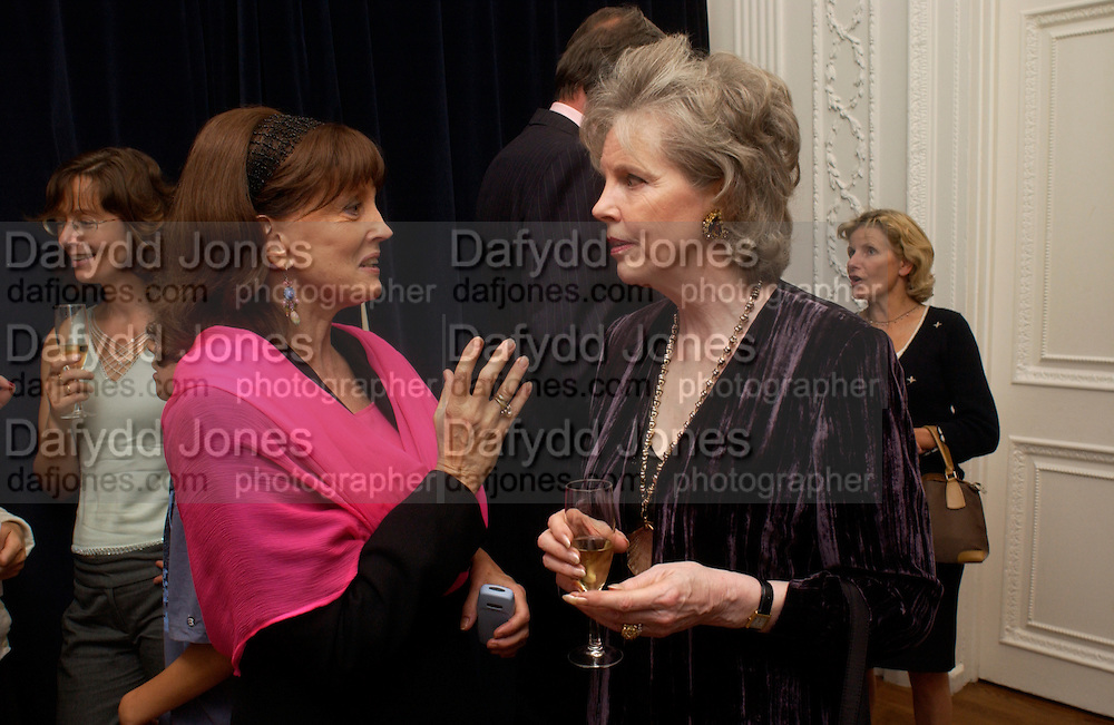Gail Hunnicutt and Charlotte St. Johnston. , launch of 'David Hemmings Blow-Up and other exaggerations'. Published by Robson. I.C.A. The Mall.  SUPPLIED FOR ONE-TIME USE ONLY-DO NOT ARCHIVE. © Copyright Photograph by Dafydd Jones 66 Stockwell Park Rd. London SW9 0DA Tel 020 7733 0108 www.dafjones.com