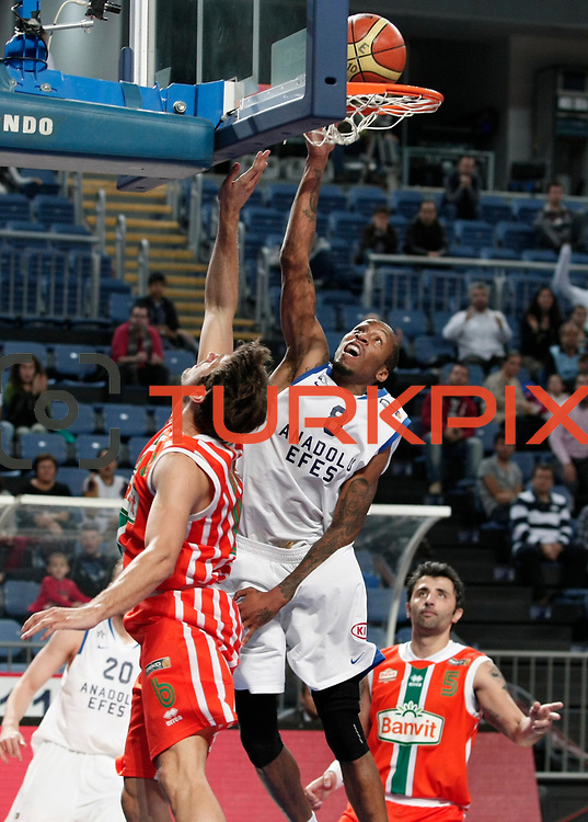 Anadolu Efes's Terence KINSEY (C) during their Turkish Basketball League match Anadolu Efes between Banvit at Arena in Istanbul, Turkey, Sunday, November 06, 2011. Photo by TURKPIX