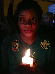 60799623 <br /> A woman holds a candle outside the house of former South African president Nelson Mandela in Johannesburg, South Africa, on Dec. 6, 2013. Former South African president Nelson Mandela has died at the age of 95 Thursday, President Jacob Zuma announced in a televised speech to the nation. Friday, 6th December 2013. Picture by  imago / i-Images<br /> UK ONLY