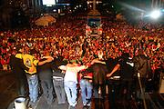 Sao Paulo_SP, Brasil...Show do Jota Quest em comemoracao ao dia do trabalhador na Av. Paulita. ..Jota Quest show in Labor Day celebration at Av Paulita. ..Foto: LEO DRUMOND / NITRO