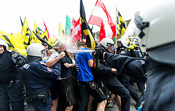 "11.06.2016, Wien, AUT, Demonstration der Identitären Bewegung Österreich mit diversen Gegendemonstrationen. im Bild Polizist setzt Pfefferspray gegen Identitären ein // police officer during demonstration of the right group ""Identitaeren"" and left-wing counter demonstrations in Vienna, Austria on 2016/06/11. EXPA Pictures © 2016, PhotoCredit: EXPA/ Michael Gruber"