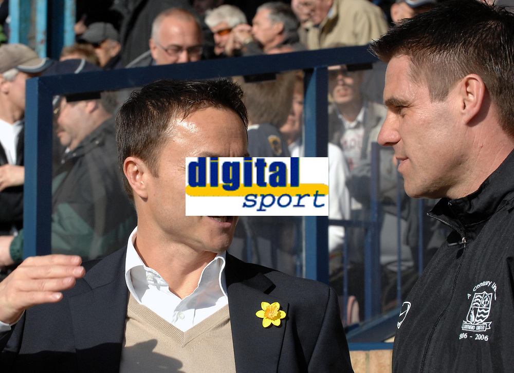 Photo: Ashley Pickering.<br />Southend United v Leeds United. Coca Cola Championship. 17/03/2007.<br />Leeds manager Dennis Wise (L) chats with Southend manager Steve Tilson before the start of the match