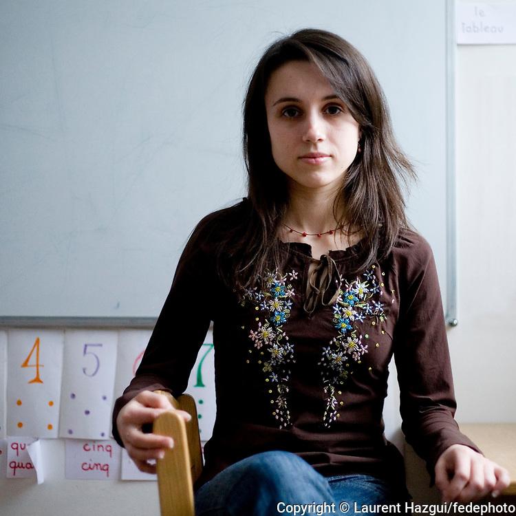 A 23 ans, Tatiana Ternova a effectué plusieurs séjours en France, dans des familles de l'association Les enfants de Tchernobyl-Alsace. Parlant aujourd'hui parfaitement le français, elle est assistante d'éducation à l'école française de Kiev. Et s'investit à son tour dans l'association française pour aider des enfants des familles défavorisées à effectuer des séjours de repos en France.