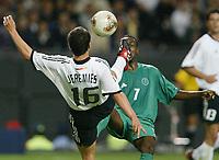 Fotball. VM 2002. 01.06.2002.<br />Tyskland v Saudi Arabia 8-0.<br />Jens Jeremies, Tyskland.<br />Ibrahim Al Shahrani, Saudi Arabia.<br />Foto: Uwe Speck, Digitalsport