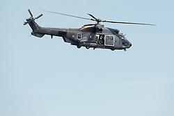 18-07-2014 NED: FIVB Grand Slam Beach Volleybal, Scheveningen<br /> Knock out fase - Een helicopter van de luchtmacht vliegt met open deuren over het beach stadion om een glimp van de wedstrijd te zien.