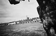 Dans chaque quartier le mirador d'une caserne du RUC veille sur les habitants de Belfast, Ardoyne.