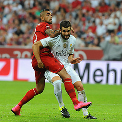 05.08.2015, Allianz Arena, Muenchen, GER, AUDI CUP, FC Bayern Muenchen vs Real Madrid, im Bild Arturo Vidal (FC Bayern Meunchen) und Nacho Fernandez (Real Madrid) behaken sich. // during the 2015 Audi Cup Match between FC Bayern Munich and Real Madrid at the Allianz Arena in Muenchen, Germany on 2015/08/05. EXPA Pictures © 2015, PhotoCredit: EXPA/ Eibner-Pressefoto/ Stuetzle<br /> <br /> *****ATTENTION - OUT of GER*****