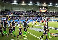 UEFA Europa League 2015: Molde - Ajax. Lagene entrer banen til Europa League kampen mellom Molde og Ajax på Aker Stadion.