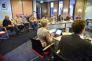 ederland, Lobith, 1-4-2014Gesprekken in het stadhuis over de collegevorming binnen de gemeenteraad. Deze is voor het eerst openbaar. De publieke tribune is vooral gevuld met aanhangers van de verschillende partijen. De burgemeester treedt op als gespreksleider.Foto: Flip Franssen/Hollandse Hoogte