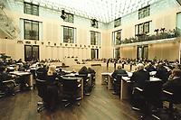 30 MAR 2001, BERLIN/GERMANY:<br /> Uebersicht des Plenarsaal Deutscher Bundesrat<br /> IMAGE: 20010330-01/01-30<br /> KEYWORDS: Plenum, Saal, Innen, Übersicht