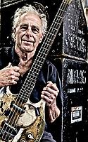 EGMOND AAN DE HOEF - Frank Kraaijeveld is zanger, bassist  en tekstschrijver. Al bijna zestig jaar is hij de voorman en cultuurbewaker van de Bintangs, de band die met bikkelharde en onvervalste rhythm & blues de zogenoemde 'Hoogoven-sound' hebben gecreëerd, een verwijzing naar de staalfabrieken in de IJmond, de bakermat van de Bintangs. ANP KOEN SUYK