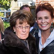 NLD/Laren/20130103 - Huwelijk Laura Ruiters, Leontien Borsato - Ruiters en haar moeder Ria