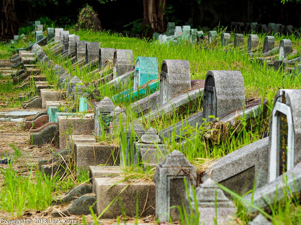 30 AUGUST 2018 - BANGKOK, THAILAND: Tae Chio Cemetery in Yan Nawa District of Bangkok is a cemetery for Bangkok's Chinese community.     PHOTO BY JACK KURTZ