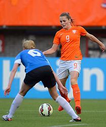 20-05-2015 NED: Nederland - Estland vrouwen, Rotterdam<br /> Oefeninterland Nederlands vrouwenelftal tegen Estland. Dit is een 'uitzwaaiwedstrijd'; het is de laatste wedstrijd die de Nederlandse vrouwen spelen in Nederland, voorafgaand aan het WK damesvoetbal 2015 / Eshly Bakker #9
