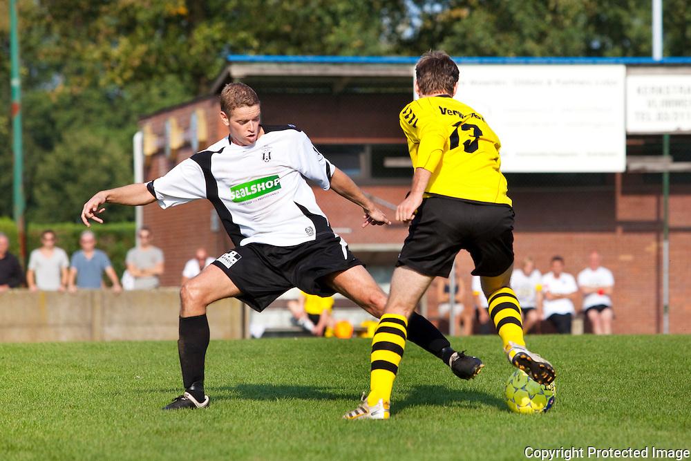364724-voetbal Vlimmeren Sport tegen Bonheiden-Roel Veldeman en Jeroen Van Houdt