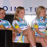 NLD/Oosterbeek/20060321 - Presentatie nieuwe dames wielerploeg Buitenpoort - Flexpoint Team, Tanja Hennes, Madeleine Sandig en Luise Keller