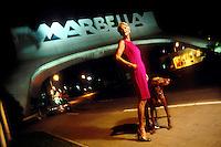 España. Málaga. Marbella<br /> Princesa Katalin Zu Windischgraetz con su perro en la entrada de la ciudad<br /> <br /> ©JOAN COSTA