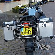 NLD/Naarden/20120422 - Inloop gasten verjaardagsfeest Monique des Bouvrie, motor Reinout Oerlemans