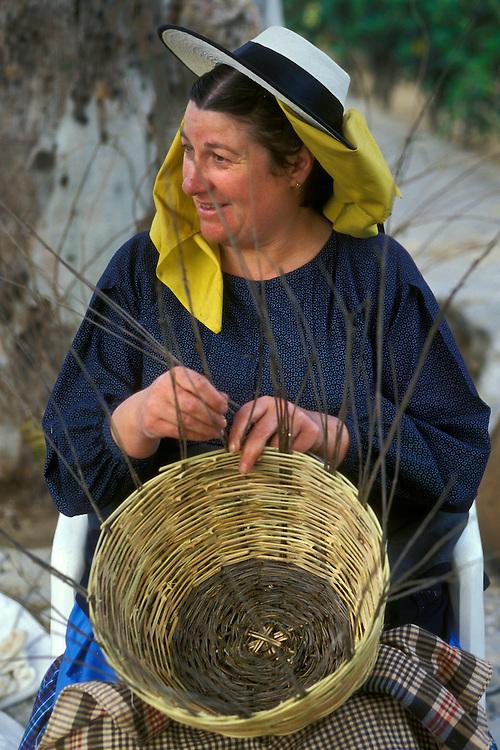 ESPAÑA / ISLAS BALEARES / IBIZA.Mujer payesa haciendo un cesto de mimbre en la Feria Medieval en Dalt Vila en Eivissa.