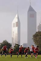 Fotball<br /> Tyskland<br /> Foto: Witters/Digitalsport<br /> NORWAY ONLY<br /> <br /> 04.01.2009<br /> <br /> Training der Bayern vor den Emirates Towers<br /> <br /> Fussball Trainingslager FC Bayern München in Dubai