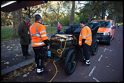 November 6, 2016 - London, London, United Kingdom - Image ©Licensed to i-Images Picture Agency. 06/11/2016. London, United Kingdom. ..The London to Brighton Veteran Car Run 2016...THE RAC come to the rescue of A 1903 Autocar Tourer driven by Johnny Pridmore after it brakes down in Westminster, central London, UK, on the first leg of the journey from London to Brighton...Picture by Ben Stevens / i-Images (Credit Image: © Ben Stevens/i-Images via ZUMA Wire)