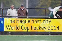 WASSENAAR - HOCKEY -  reclameBord met de tekst voor het WK Hockeytijdens de hoofdklasse competitiewedstrijd tussen de mannen van HGC en Amsterdam (3-3). COPYRIGHT KOEN SUYK