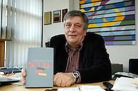 """16 JUN 2005, BERLIN/GERMANY:<br /> Dr. Hermann Scheer, MdB, SPD, mit seinem Buch """"Der Politiker"""", in seinem Buero, Deutscher Bundestag, Unter den Linden 50<br /> IMAGE: 20050616-01-009<br /> KEYWORDS: Büro"""