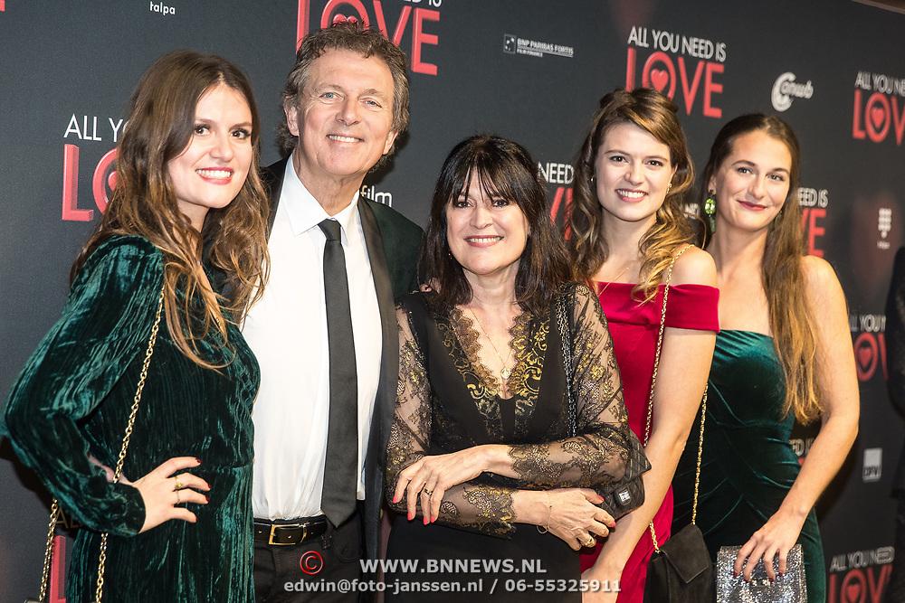 NLD/Amsterdam/20181126 - premiere All You Need Is Love, Robert ten Brink met partner Roos Cialona en dochters