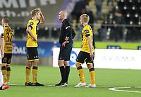 fotball, tippeliga eliteserien, start, rosenborg, rbk, 04.oktober, 2015<br />Kristoffer Ajer, Start<br />Trond Ivar Døvle, dommer<br />Foto: Ole M Fjalsett