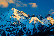 The rising sun casts its first rays on the Border Peaks between USA and Canada in North Cascades national park in the midst of a very cold winter.