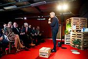 """Koningin Maxima bezoekt dinsdagmiddag 22 november de 'Digitale Werkplaats' in Hangar 11 op Vliegveld Twente. De Digitale Werkplaats is een tweedaags initiatief van Google Nederland, Qredits Microfinanciering Nederland en gemeenten om digitale vaardigheden bij ondernemers te stimuleren.<br /> <br /> Queen Maxima visit Tuesday November 22 the """"Digital Workshop"""" in Hangar 11 at Airport Twente. Digital Workshop is a two-day initiative from Google Netherlands, Netherlands Qredits Microfinance and municipalities to digital skills among entrepreneurs stimuleren."""