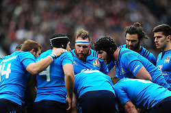 Italy players huddle together during a break in play - Mandatory byline: Patrick Khachfe/JMP - 07966 386802 - 26/02/2017 - RUGBY UNION - Twickenham Stadium - London, England - England v Italy - RBS Six Nations Championship 2017.