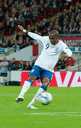 06.09.2011, Wembley Stadium, London, GBR, UEFA EURO 2012, Qualifikation, England vs Wales, im Bild England's Ashley Young scores his teams first goal during the UEFA Euro 2012 Qualifying Group G match against Wales at Wembley Stadium on 6/9/2011. EXPA Pictures © 2011, PhotoCredit: EXPA/ Propaganda Photo/ Gareth Davies +++++ ATTENTION - OUT OF ENGLAND/GBR+++++