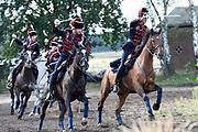 Te Paard - Historisch paardenspektakel bij het Nationaal Militair Museum  - NMM. Tijdens 'Te Paard!' ontdekken bezoekers de rol van het paard binnen de krijgsmachten van vroeger en nu. Naast een show in de arena zijn er verschillende demonstraties.<br /> <br /> Op de foto:  Show in de arena met Huzaren Kozakken en infanterie
