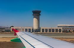 THEMENBILD - Landung am Flughafen Larnaka an einem heissen Sommertag, aufgenommen am 15. August 2018 in Larnaka, Zypern // Landing at Larnaca airport on a hot summer Day, Larnaca, Cyprus on 2018/08/15. EXPA Pictures © 2018, PhotoCredit: EXPA/ JFK