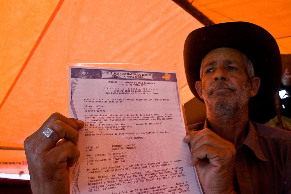 Belo Horizonte_MG, Brasil...Ciganos do bairro Sao Gabriel comecam a obter sua cidadania...Gypsies of Sao Gabriel neighborhood begin to get your citizenship. ..Foto: JOAO MARCOS ROSA / NITRO