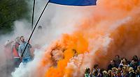 BLOEMENDAAL -   . Rook, fakkels, vuurwerk,  supporters, de Bloemigans, aanhang van Bloemendaal bij de play offs heren hoofdklasse Bloemendaal-Kampong (2-3) .  COPYRIGHT KOEN SUYK