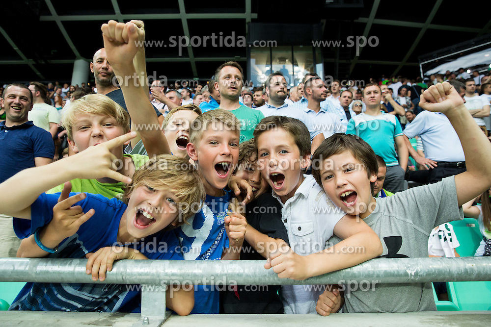 Fans of Slovenia during the EURO 2016 Qualifier Group E match between Slovenia and England at SRC Stozice on June 14, 2015 in Ljubljana, Slovenia. Photo by Vid Ponikvar / Sportida