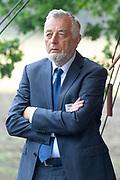 Prof. Mr. Pieter van Vollenhoven opent Grebbelinie bezoekerscentrum in Renswoude.<br /> <br /> Prof. Mr. Pieter van Vollenhoven opens Grebbelinie visitor center in Renswoude.<br /> <br /> Op de foto / On the photo: <br /> <br />  Nico de Haan