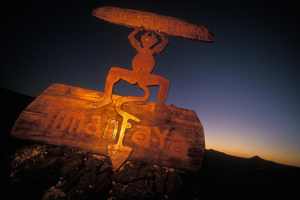 España. Islas Canarias. Lanzarote..Señal del Parque Nacional de Timanfaya diseñada por César Manrique..©JOAN COSTA