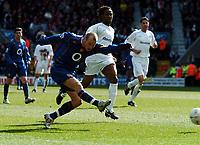 Fotball<br /> FA-cup 2005<br /> 5. runde<br /> Bolton v Arsenal<br /> 12. mars 2005<br /> Foto: Digitalsport<br /> NORWAY ONLY<br /> Fredrik Lungberg Arsenal/Ricardoi Gardner Bolton Wanderers