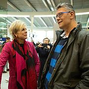 NLD/Utrecht/20200214 - Bn'ers zoeken echt contact met reizigers, Prinses Laurentien in gesprek met fotograaf Edwin Janssen
