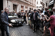Uomini della sicurezza liberano la strada da curiosi e giornalisti durante l'uscita in auto di Silvio Berlusconi dopo l'inaugurazione della nuova sede del partito Forza Italia. Roma, 19 settembre 2013. Christian Mantuano / OneShot <br />