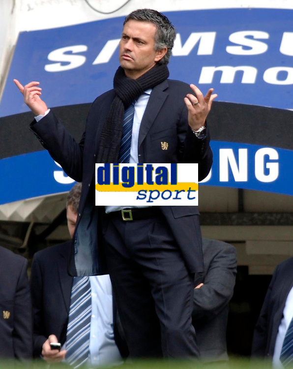 Photo: Daniel Hambury.<br /> Chelsea v Manchester United. The Barclays Premiership. 29/04/2006.<br /> Chelsea's manager Jose Mourinho.